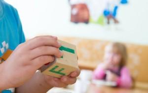 lapsed-opivad-tahti-klots-klotsid-laps-lapsed-lasteaed-lasteaialapsed-73944971